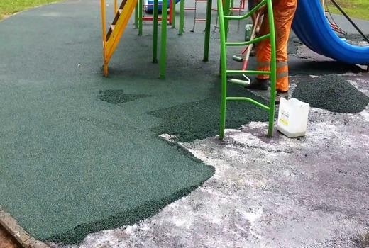 Мягкий асфальт на детской площадке