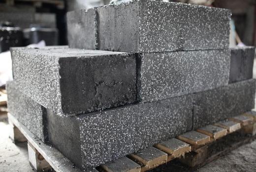 Полистиролбетонные блоки на стройке