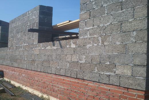 Стена из арболита