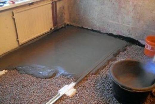Заливка бетонного раствора на утеплитель