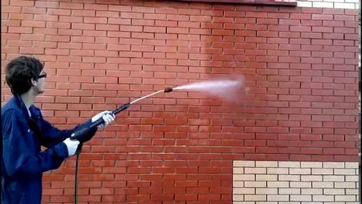 Обработка стены гидрофобизатором