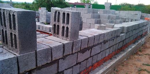 Стена построенная из блоков
