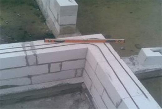 Армирование стены при кладке