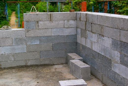 Выполнение кладки блоков на клей