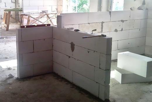 Укладка и выравнивание стены