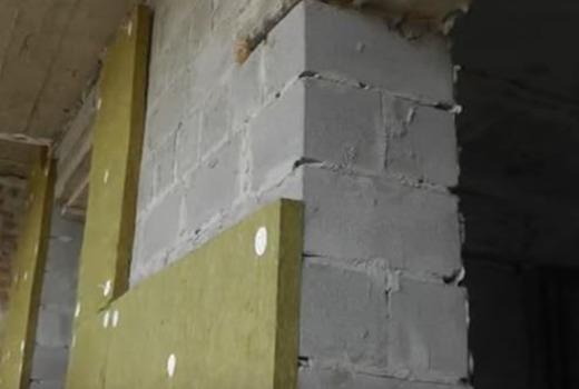 Стена и минвата на ней для усиления и утепления