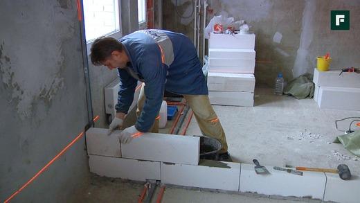 Произведение кладки блоков и армирование для усиления