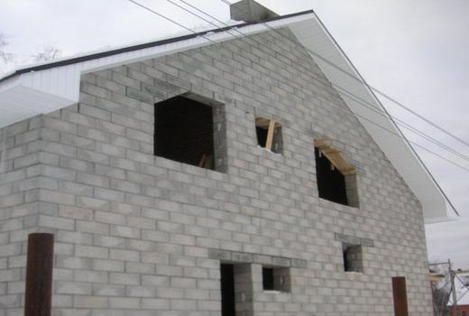 Построенный дом из блоков