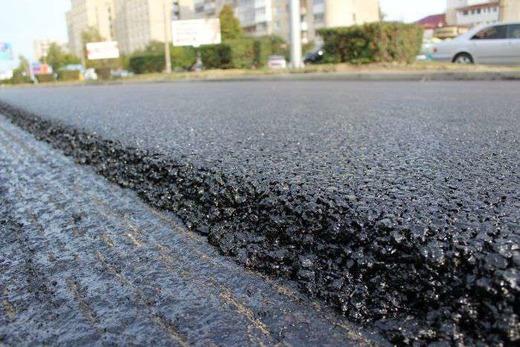 Асфальтовое покрытие на дороге