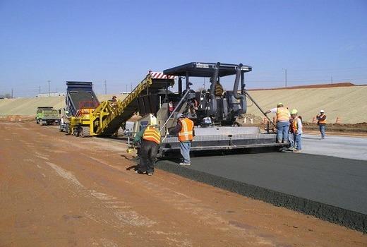 Нанесение бетона на грунт