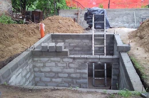 Стены погреба готовы