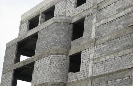 Здание из стеновых бетонных блоков
