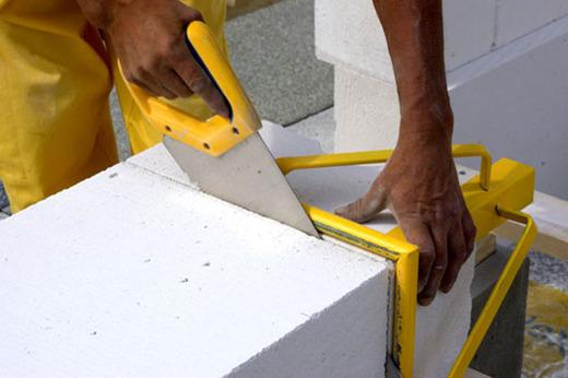 Пилим газосиликатные блоки