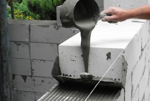 Использование клея для строительства