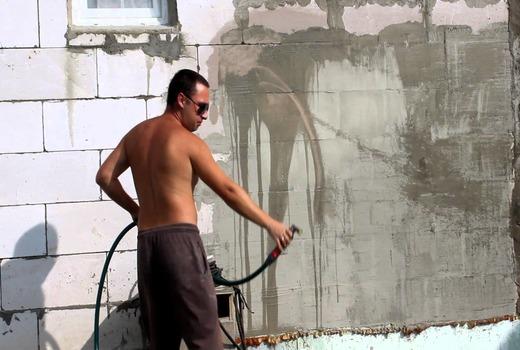 Окрашивание пеноблоковых стен