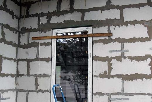 Установка двери в газобетонную стену