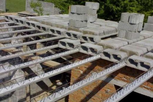 Бетонирование конструкции с балок