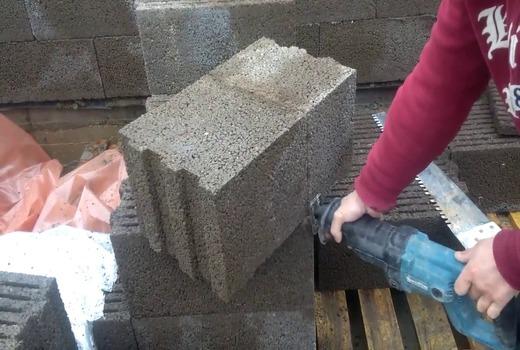 Сооружение для резки керамзитобетонных блоков