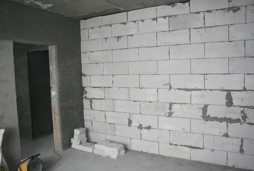 Равномерное распределение усилия по площади стен