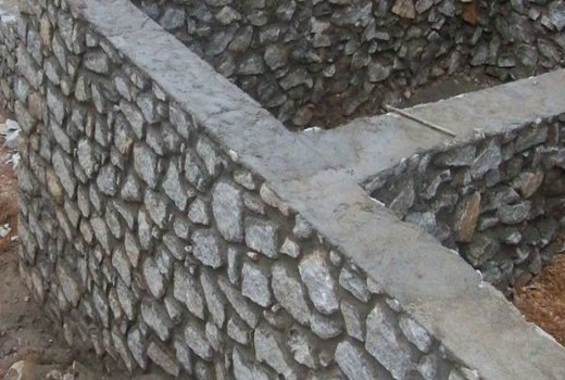 В качестве основания кладки используется песок