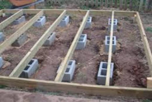 Основание столбчатого фундамента из бетонных блоков