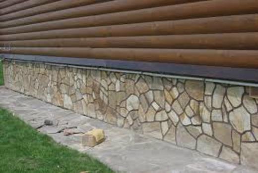 Соединение отделочного каменного материала с цокольной поверхностью