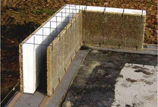 Незащищенная стена из пенополистирольного материала