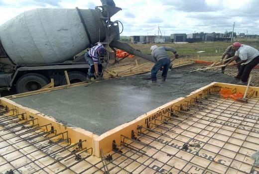 Заливка бетона на монолитную плиту