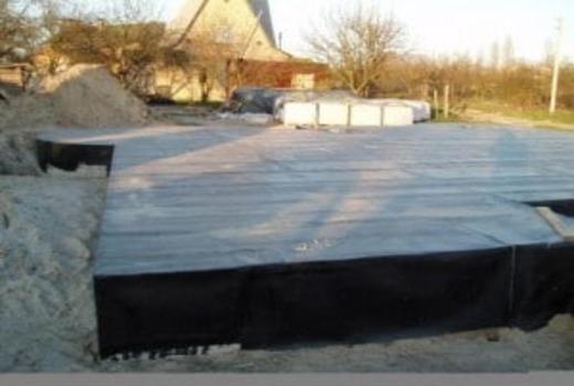 Места соединений обмазываются бетонной смесью