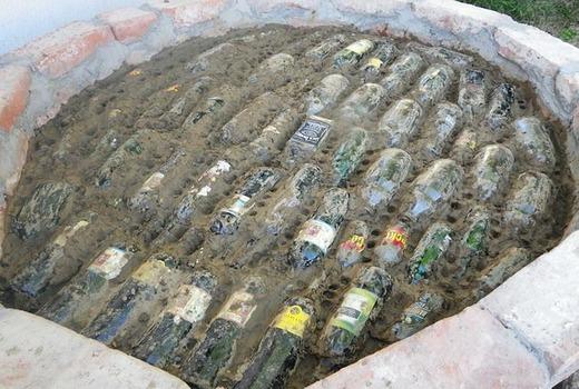 Бутылки в растворной смеси