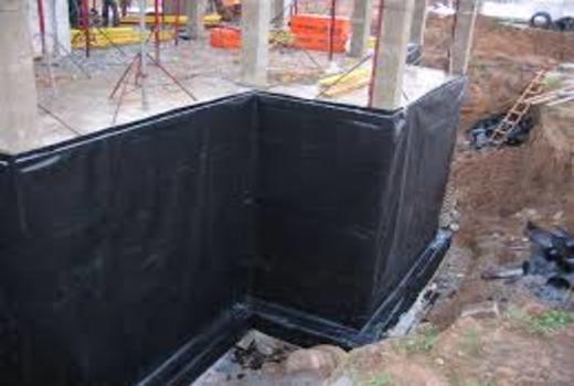 Нанесение специальных компонентов для защиты бетона от влаги