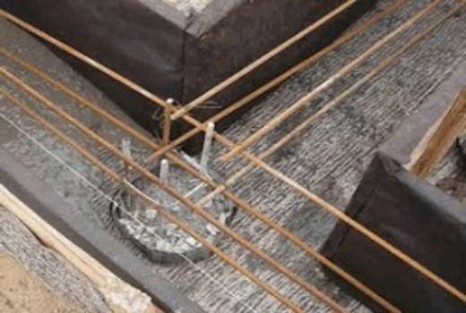 Сращивание композитной арматуры опорных столбов и ростверка