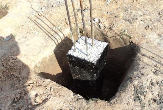Опускание опалубки в яму