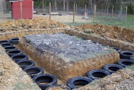 Плитный фундамент из шин